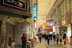 Οι μη αναγνωρισμένοι άνθρωποι ψωνίζουν σε NANBA ψωνίζοντας arcade Στοκ εικόνες με δικαίωμα ελεύθερης χρήσης