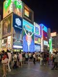 Οι μη αναγνωρισμένοι άνθρωποι ψωνίζουν σε Shinsaibashi ψωνίζοντας arcade Στοκ Φωτογραφίες