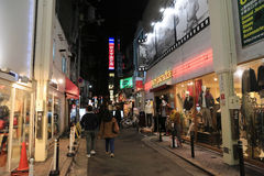 Οι μη αναγνωρισμένοι άνθρωποι ψωνίζουν σε Shinsaibashi ψωνίζοντας arcade Στοκ φωτογραφίες με δικαίωμα ελεύθερης χρήσης
