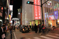 Οι μη αναγνωρισμένοι άνθρωποι ψωνίζουν σε Shinsaibashi ψωνίζοντας arcade Στοκ Εικόνες