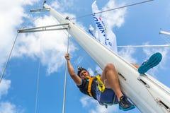 Οι μη αναγνωρισμένοι ναυτικοί συμμετέχουν το 12ο φθινόπωρο 2014 Ellada regatta ναυσιπλοΐας μεταξύ της ελληνικής ομάδας νησιών στο Στοκ φωτογραφία με δικαίωμα ελεύθερης χρήσης