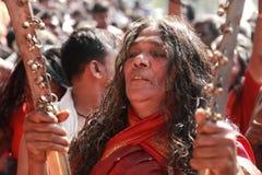 Οι μη αναγνωρισμένοι χρησμοί χορεύουν στη έκσταση κατά τη διάρκεια του φεστιβάλ Bharani στο ναό Kodungallur Bhagavathi Στοκ Εικόνα