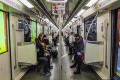 Οι μη πιό αναγνωρισμένοι άνθρωποι χρησιμοποιούν το μετρό της Σαγκάη για τη διέλευση στοκ φωτογραφία