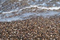 Οι μικρές πέτρες θάλασσας είναι ομαλές και ωοειδείς Στοκ Εικόνες