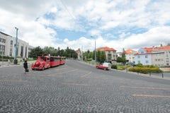 Οι μοναδικές οδοί της παλαιάς Μπρατισλάβα, συναρπάζουν από τη γοητεία, ένα cosiness και μια άριστη μπύρα στοκ εικόνες