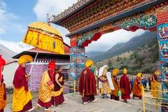 Οι μοναχοί και ο λάμα κατά τη διάρκεια του φεστιβάλ Mani Rimdu στο μοναστήρι Tengboche στοκ εικόνες