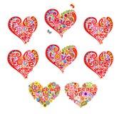 Οι μορφές καρδιών θέτουν για το σχέδιο χίπηδων μπλουζών με τα αφηρημένα λουλούδια, το σύμβολο ειρήνης χίπηδων και τη λέξη ειρήνης διανυσματική απεικόνιση