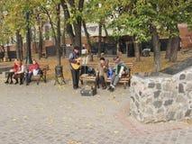 Οι μουσικοί οδών το φθινόπωρο σταθμεύουν στοκ εικόνα με δικαίωμα ελεύθερης χρήσης