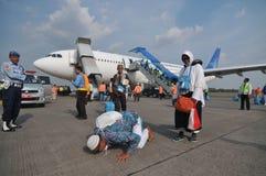 Οι μουσουλμανικοί προσκυνητές έφθασαν στην Ινδονησία μετά από τελείωσαν το ετήσιο haj Στοκ φωτογραφίες με δικαίωμα ελεύθερης χρήσης