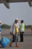 Οι μουσουλμανικοί προσκυνητές έφθασαν στην Ινδονησία μετά από τελείωσαν το ετήσιο haj Στοκ Φωτογραφία
