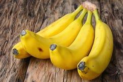 οι μπανάνες συσσωρεύουν ώριμο Στοκ Εικόνες