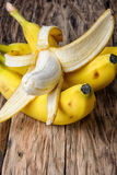 οι μπανάνες συσσωρεύουν ώριμο Στοκ εικόνα με δικαίωμα ελεύθερης χρήσης