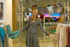 οι μπλούζες και οι δύο συμπαθούν τη γυναίκα Στοκ Εικόνα