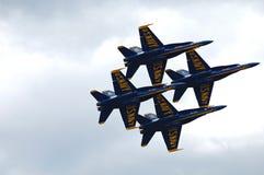 Οι μπλε άγγελοι που αποδίδουν πέρα από τη λίμνη Ουάσιγκτον Στοκ εικόνα με δικαίωμα ελεύθερης χρήσης