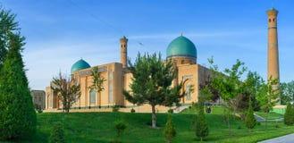 Οι μπλε θόλοι του μουσουλμανικού τεμένους ιμαμών Hazrat στοκ φωτογραφίες