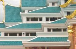 Οι μπλε στέγες συσσώρευσαν διάφορα στρώματα Στοκ Φωτογραφία