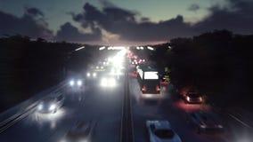 Οι μύγες καμερών πέρα από τη βαριά κυκλοφορία Τα αυτοκίνητα με τα φω'τα συνεχίζονται μέσω της πόλης τη νύχτα φιλμ μικρού μήκους