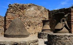 Οι μύλοι αλευριού στην Πομπηία στοκ εικόνες με δικαίωμα ελεύθερης χρήσης
