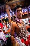 Οι νέοι δράστες ντύνουν επάνω για Kandy Esala Perahera Στοκ Εικόνα