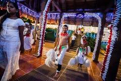 Οι νέοι δράστες ντύνουν επάνω για Kandy Esala Perahera Στοκ εικόνα με δικαίωμα ελεύθερης χρήσης