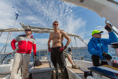 Οι ναυτικοί συμμετέχουν 16ο φθινόπωρο 2016 Ellada regatta ναυσιπλοΐας μεταξύ της ελληνικής ομάδας νησιών Στοκ Εικόνες