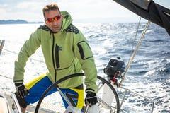 Οι ναυτικοί συμμετέχουν το 12ο φθινόπωρο 2014 Ellada regatta ναυσιπλοΐας μεταξύ της ελληνικής ομάδας νησιών στο Αιγαίο πέλαγος Στοκ Εικόνα