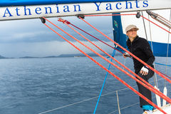 Οι ναυτικοί συμμετέχουν το 12ο φθινόπωρο 2014 Ellada regatta ναυσιπλοΐας μεταξύ της ελληνικής ομάδας νησιών στο Αιγαίο πέλαγος Στοκ Φωτογραφία