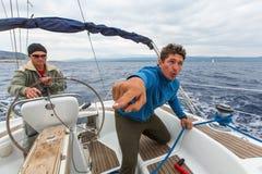 Οι ναυτικοί συμμετέχουν το 12ο φθινόπωρο 2014 Ellada regatta ναυσιπλοΐας μεταξύ της ελληνικής ομάδας νησιών στο Αιγαίο πέλαγος, Στοκ εικόνες με δικαίωμα ελεύθερης χρήσης