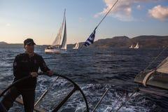 Οι ναυτικοί συμμετέχουν το 16ο φθινόπωρο 2016 Ellada regatta ναυσιπλοΐας μεταξύ της ελληνικής ομάδας νησιών στο Αιγαίο πέλαγος Στοκ εικόνα με δικαίωμα ελεύθερης χρήσης