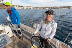 Οι ναυτικοί συμμετέχουν το 16ο φθινόπωρο 2016 Ellada regatta ναυσιπλοΐας μεταξύ της ελληνικής ομάδας νησιών στο Αιγαίο πέλαγος Στοκ φωτογραφίες με δικαίωμα ελεύθερης χρήσης