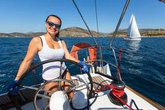 Οι ναυτικοί συμμετέχουν το 16ο φθινόπωρο 2016 Ellada regatta ναυσιπλοΐας μεταξύ της ελληνικής ομάδας νησιών Στοκ εικόνες με δικαίωμα ελεύθερης χρήσης