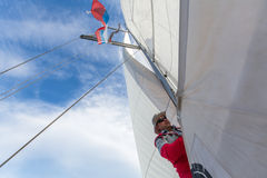 Οι ναυτικοί συμμετέχουν το 16ο φθινόπωρο 2016 Ellada regatta ναυσιπλοΐας μεταξύ της ελληνικής ομάδας νησιών στο Αιγαίο πέλαγος Στοκ εικόνες με δικαίωμα ελεύθερης χρήσης