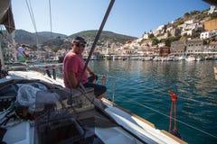 Οι ναυτικοί συμμετέχουν το 16ο φθινόπωρο 2016 Ellada regatta ναυσιπλοΐας μεταξύ της ελληνικής ομάδας νησιών στο Αιγαίο πέλαγος Στοκ Εικόνα