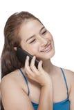 Οι νεολαίες δροσίζουν τη επιχειρηματία που μιλά στο κινητό τηλέφωνο Στοκ Εικόνες