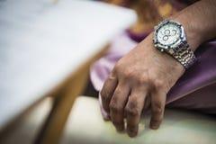 Οι νεόνυμφοι δίνουν στοκ φωτογραφία με δικαίωμα ελεύθερης χρήσης