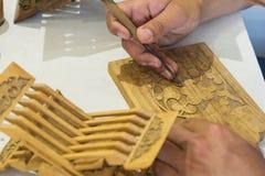 Οι ξύλινες στάσεις βιβλίων Rihals που χρησιμοποιούνται παραδοσιακά για το Quran είναι όμορφα έργα της τέχνης, που χαράζονται από  Στοκ φωτογραφίες με δικαίωμα ελεύθερης χρήσης