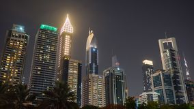 Οι οδοί της πόλης νύχτας και των ουρανοξυστών του Ντουμπάι Timelapse απόθεμα βίντεο