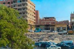 Οι οδοί του Καίρου είναι επιβαρυνμένες με τα προϊόντα ανθρώπων και αποβλήτων και μια τεράστια πυκνότητα πληθυσμού στοκ εικόνα με δικαίωμα ελεύθερης χρήσης
