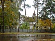 Οι οδοί φθινοπώρου του θερέτρου πόλη-Jurmala της θάλασσας της Βαλτικής στοκ φωτογραφία