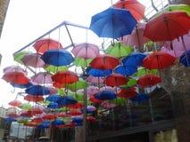 Οι ομπρέλες παρασκευάζουν μέσα την αποβάθρα Στοκ εικόνα με δικαίωμα ελεύθερης χρήσης