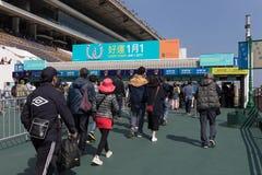 οι παίκτες μερισμάτων παρουσίασης πήραν τη Hong πώς kong πολύ racecourse πιθανοτήτων sha εμφανίζοντας κασσίτερο Στοκ Εικόνες