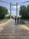 Οι πεζοί γεφυρώνουν Στοκ φωτογραφία με δικαίωμα ελεύθερης χρήσης