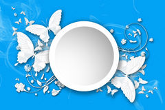 Οι πεταλούδες πετούν στο μπλε Στοκ Εικόνες