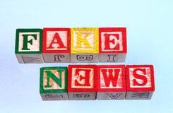 Οι πλαστές ειδήσεις όρου συλλάβισαν λανθασμένο στοκ φωτογραφία