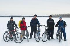 Οι ποδηλάτες έφθασαν στο τελικό σημείο της διαδρομής Στοκ Φωτογραφίες
