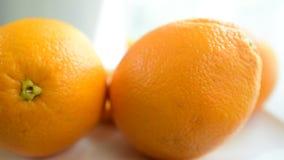 Οι πορτοκαλιές φέτες φαίνονται εύγευστες φάτε καλά απόθεμα βίντεο
