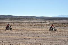 Οι ποδηλάτες στο Altiplano Στοκ φωτογραφία με δικαίωμα ελεύθερης χρήσης