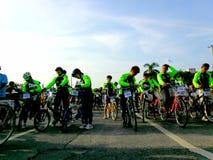 Οι ποδηλάτες συλλέγουν για έναν γύρο διασκέδασης ποδηλάτων στην πόλη marikina, Φιλιππίνες Στοκ Εικόνες
