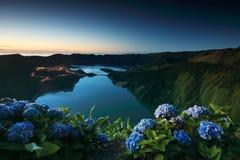 Οι πράσινες και μπλε λίμνες στο ηλιοβασίλεμα, που βλέπει από Vista κάνουν την άποψη Rei King's, νησί του Miguel Σάο Στοκ Εικόνες