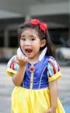 Οι πρίγκηπες Potrait ντύνουν με το χαριτωμένο ασιατικό κορίτσι Στοκ Φωτογραφίες